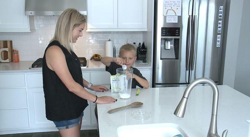 Amanda cảm thấy hạnh phúc vì hành động ý nghĩa của con trai.