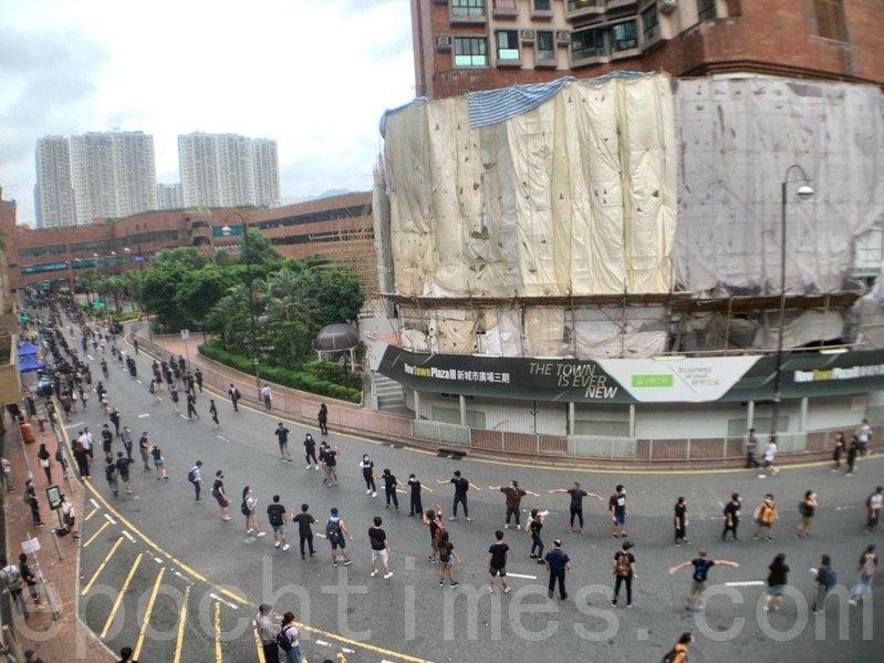 Những khoảnh khắc đáng nhớ trong phong trào biểu tình ở Hong Kong - ảnh 5