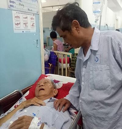 Diễn viên Mạc Can bị ngã xe phải nhập viện để cấp cứu - ảnh 1