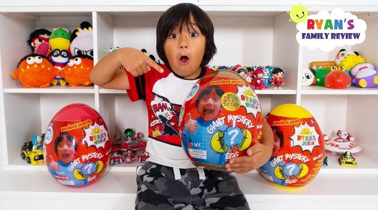 Cậu bé 7 tuổi kiếm 22 triệu đô mỗi năm qua kênh Youtube