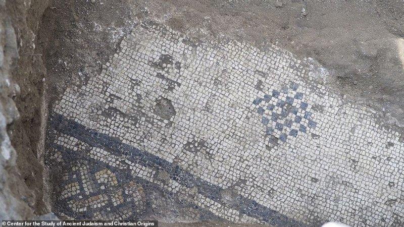 Sàn khảm của nhà thờ tại el-Araj. (Ảnh: Zachary Wong)