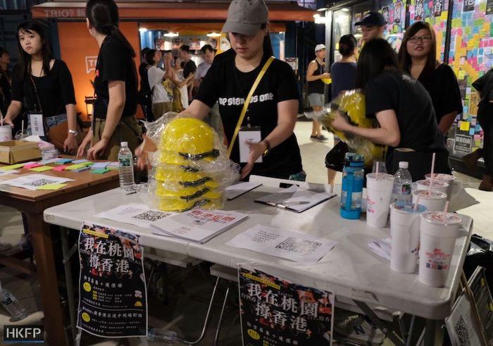 Người Đài Loan quyên góp đồ bảo hộ cho người biểu tình Hong Kong. (Ảnh: HKFP)