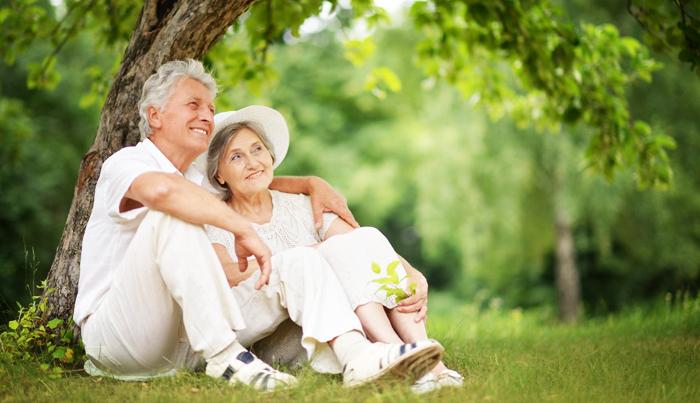 Nhà có người già, như có bảo bối, cần hết mực chăm sóc cho tốt.