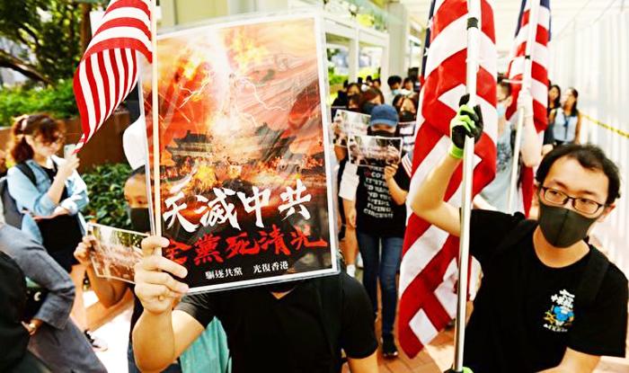 Hôm 20/9, một nhóm sinh viên đại học đã giương cờ Mỹ trong một hoạt động nhằm kêu gọi chính phủ Mỹ ủng hộ nền dân chủ tại Hồng Kông.