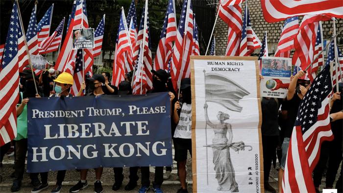 Người biểu tình hát Quốc ca Mỹ, kêu gọi Trump giúp giải phóng Hồng Kông