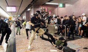 Hong Kong: Số người thương vong trong cuộc tấn công của cảnh sát tại ga điện ngầm được hé lộ