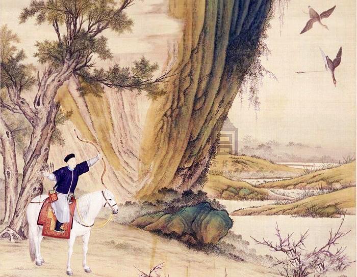 """Mũi tên bắn trúng chim hạc, con hạc mang theo mũi tên từ từ hạ xuống. (Bức tranh """"Càn Long hoàng đế lạc nhạn đồ"""" do Lang thế Ninh thời nhà Thanh vẽ)"""
