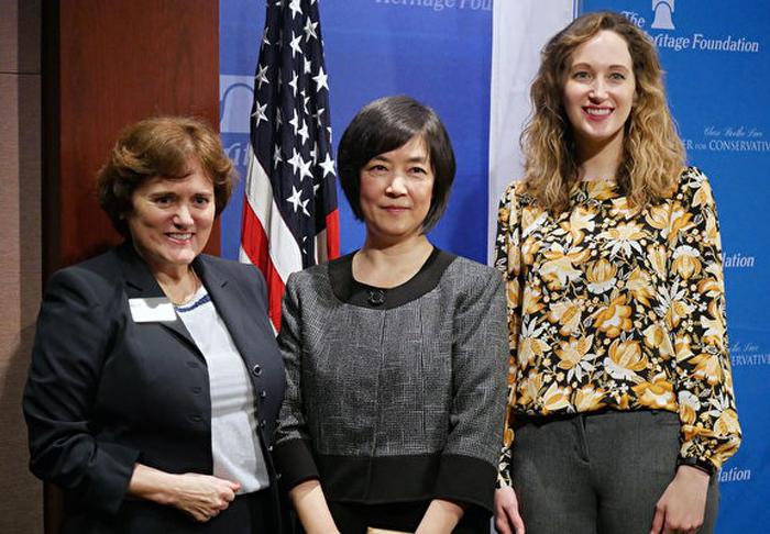 Chủ tịch Hội phụ nữ Bảo thủ Clare Boothe Luce, bà Michelle Easton (trái) đã chấn động trước bài phát biểu của cô Jennifer Zeng.