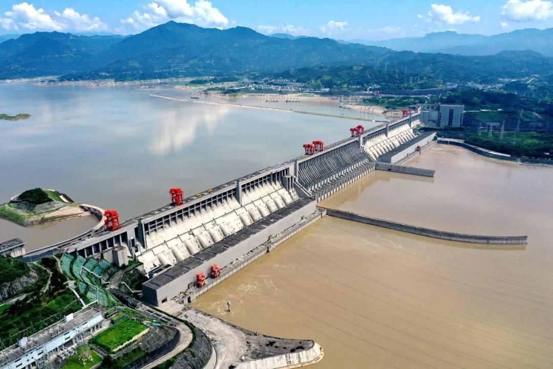 Đập Tam Hiệp gây hại nghiệm trọng đến khí hậu và hệ sinh thái dọc sông Dương Tử, đồng thời nó cùng là mầm họa cực lớn đe dọa an toàn tính mạng và tài sản của người dân.