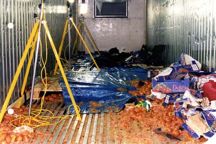 Bên trong container chở cà chua nơi 58 người nhập cư Trung Quốc thiệt mạng năm 2000.
