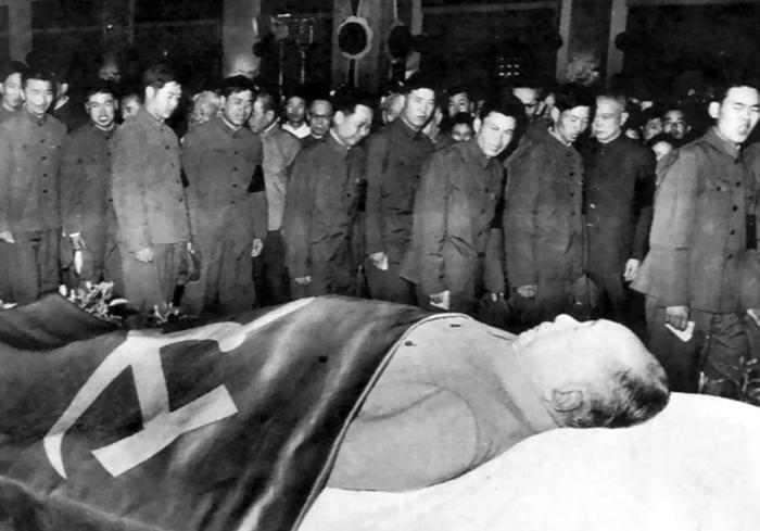 Quân đội khóc tiễn biệt Mao Trạch Đông