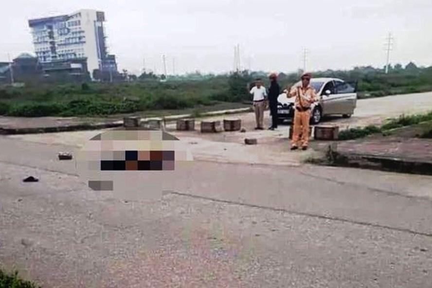 Hình ảnh Trung tá CSGT Nguyễn Chí Kiều có mặt tại hiện trường thời điểm xảy ra vụ án mạng.