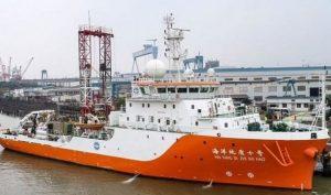Biển Đông: Tàu Trung Quốc tiếp tục vào bãi Tư Chính quấy phá, Việt Nam sẽ khởi kiện?