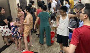 Hà Nội: Nguồn nước bị ô nhiễm dầu thải, công ty cấp nước vẫn im lặng