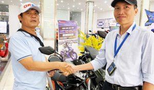 Sau khi bị đòi lại xe, Nguyễn Thanh Hải đã được tặng xe máy mới