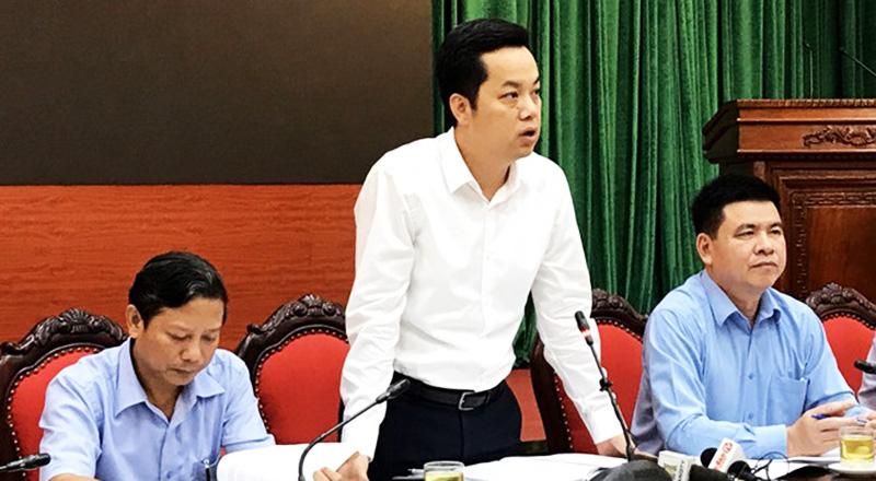 Ông Vũ Đăng Định, Chánh Văn phòng UBND thành phố thông tin tại buổi giao ban báo chí Thành ủy Hà Nội.