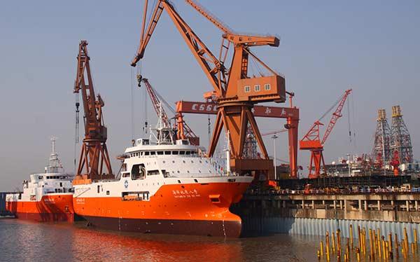Tàu khảo sát Địa chất Hải dương 8 và 9 cập cảng tại Nhà máy đóng tàu Thượng Hải (Trung Quốc). (Ảnh qua China Daily)