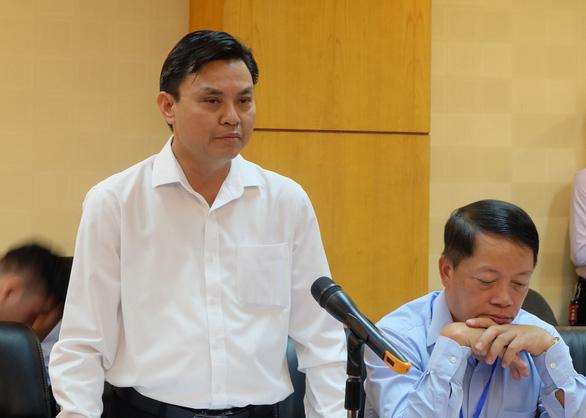 Ông Hoàng Văn Thức, Phó tổng cục trưởng Tổng cục Môi trường, thông tin về nguyên nhân gây ra tình trạng nước sạch sông Đà có mùi khét, hôi. (Ảnh qua thanhnien)
