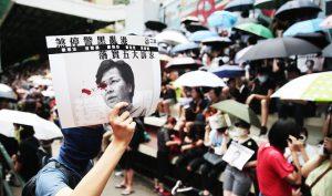 """Trưởng Đặc khu Hồng Kông Lâm Trịnh Nguyệt Nga công bố """"Luật Cấm che mặt"""" đã gây ra làn sóng phẫn nộ từ người biểu tình."""