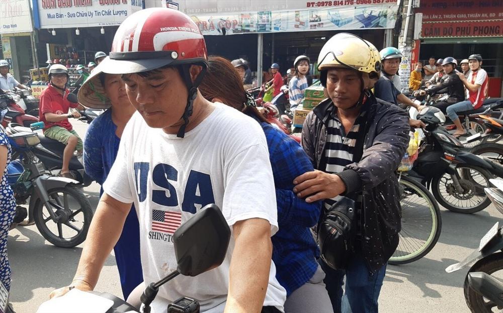 Hiệp sĩ Nguyễn Thanh Hải bắt trộm cướp trên đường phố. (Ảnh qua laodong)
