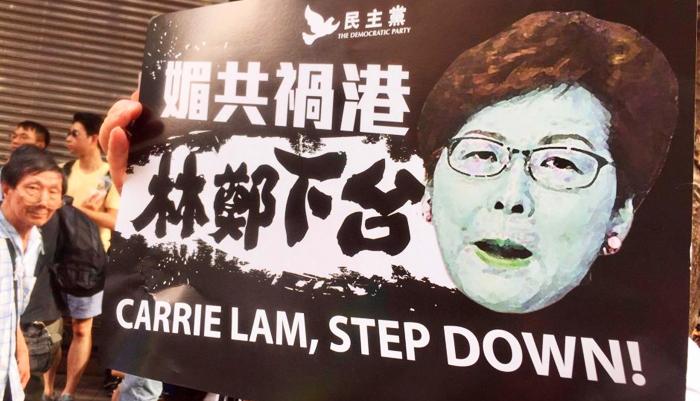 """Vào thời điểm dư luận đang sôi sục, bà Lâm Trịnh tiếp tục tuyên bố ban hành """"Lệnh cấm che mặt"""", thổi bùng hơn nữa sự phẫn uất của người dân."""