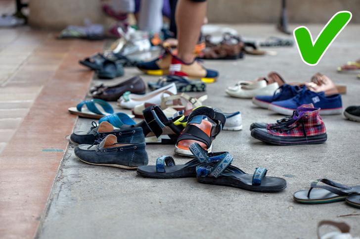 Không mang giày trong các ngôi đền hoặc nhà ở Ấn Độ