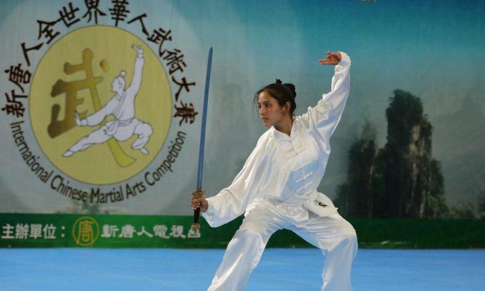 Laura Franco Gomez đã giành giải Bạc trong Đội vũ trang nữ của cuộc thi Wushu thời nhà Đường mới lần thứ 6.