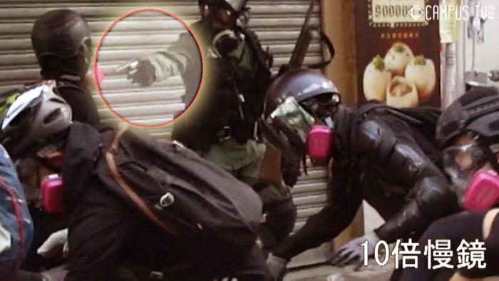 Một học sinh 18 tuổi tên Tăng Chí Kiện đã bị cảnh sát bắn ở cự ly gần trên đường Tai Ho ở Tsuen Wan