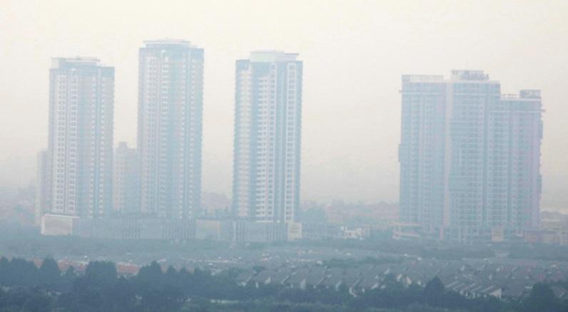 Bụi mù bao phủ Hà Nội trong bức ảnh chụp ngày 2/10. (Ảnh qua tuoitre)