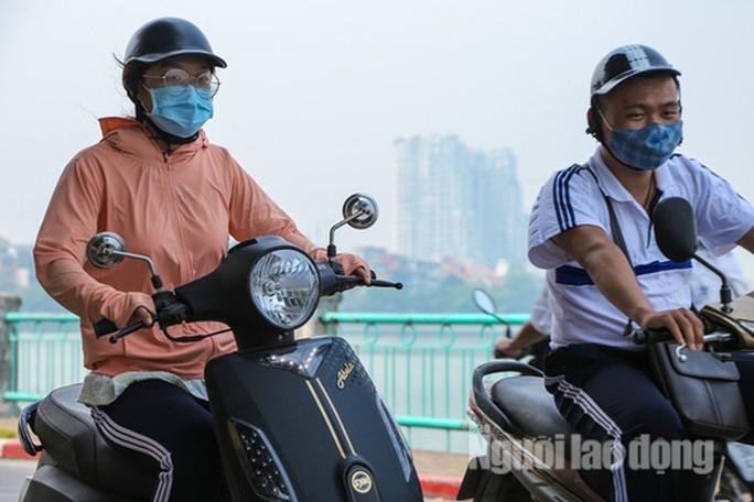 Thông tin về ô nhiễm tại Hà Nội thời gian qua khiến nhiều người dân lo lắng. (Ảnh qua nld)
