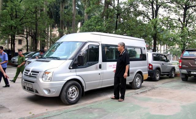 Bị can Doãn Quý Phiến tại buổi thực nghiệm hiện trường vụ việc.