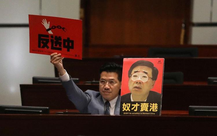 Chính phủ Hồng Kông đã chính thức rút các quy định sửa đổi, nhưng nhiều người cho rằng khó có thể làm dịu cơn giận của người biểu tình.