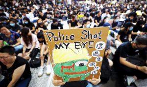 """""""Phòng khám ngầm"""": Người biểu tình thà chịu đau chứ không đến bệnh viện công"""