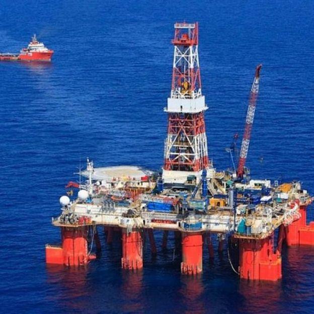 Giàn khoan Hakuryu số 5 của Công ty khoan Nhật Bản (JDC) được hãng Rosneft của Nga thuê để thăm dò dầu khí tại lô 06.1 trên Biển Đông.