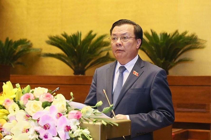 Bộ trưởng Tài chính Đinh Tiến Dũng thừa uỷ quyền Chính phủ báo cáo Quốc hội về thực hiện ngân sách năm 2019, kế hoạch năm 2020.