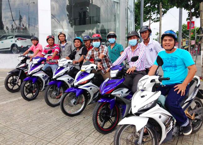 Anh Nguyễn Thanh Hải cùng các anh em trong câu lạc bộ phòng chống tội phạm. (Ảnh qua vtc)