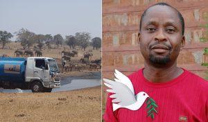 Người đàn ông chở nước cung cấp cho động vật hoang dã khỏi bị chết khát
