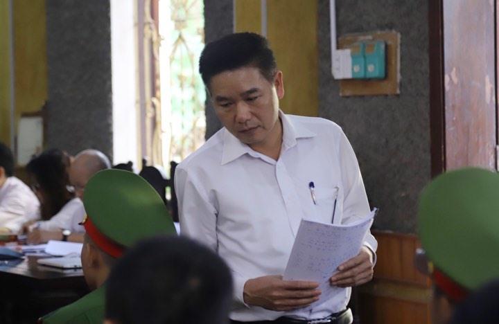 Bị cáo Trần Xuân Yến - nguyên phó giám đốc Sở GD&ĐT Sơn La - trong phiên xét xử sáng 16/10. (Ảnh qua tuoitre)