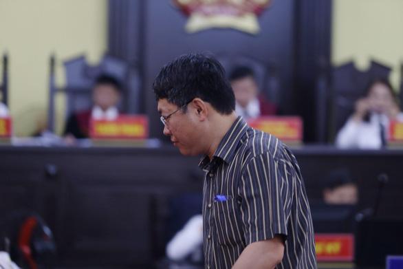 ông Lê Trọng Bình, Phó chủ tịch UBND TP. Sơn La ra làm chứng trước tòa.