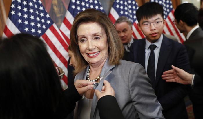 Chủ tịch Hạ viện Nancy Pelosi mạnh mẽ kêu gọi các nhà lập pháp của cả hai đảng hãy đoàn kết ủng hộ cuộc chiến của người Hồng Kông. (Ảnh: SCMP)