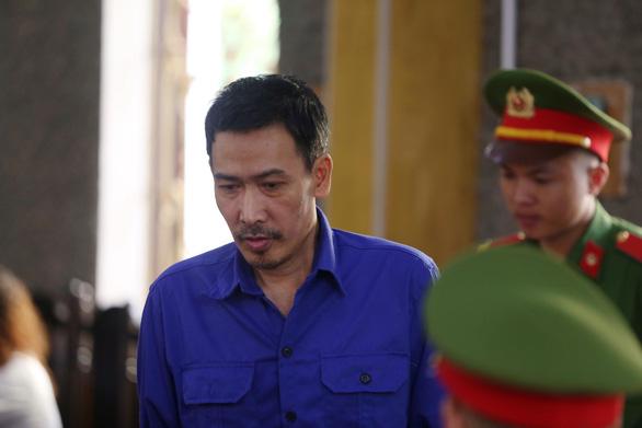 Bị cáo Đặng Hữu Thủy trong phiên toà sáng nay (16/10). (Ảnh qua tuoitre)