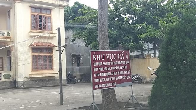 Biển cấm tại trụ sở xã Tam Thái.