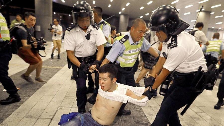 Khi bạn đi trên đường và gặp cảnh sát, bạn luôn có thể trở thành đối tượng của sự xúc phạm trắng trợn, thậm chí là bị tàn sát
