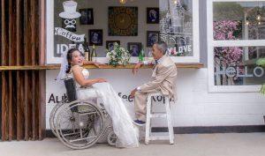 Câu chuyện xúc động đằng sau những bộ ảnh cưới miễn phí cho người khuyết tật
