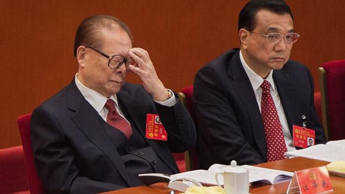 Cựu lãnh đạo ĐCSTQ Giang Trạch Dân và Thủ tướng Lý Khắc Cường tại Đại hội 19.
