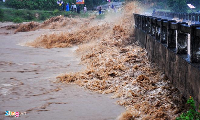 Do ảnh hưởng hoàn lưu bão, mực nước trên các sông miền Trung - Tây Nguyên có khả năng dâng cao trong hai ngày tới.