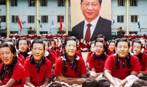 """2000 sinh viên Ấn Độ đeo """"mặt nạ"""" chào đón Tập Cận Bình"""