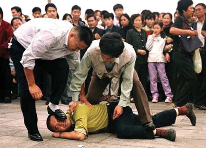 Tăng Khánh Hồng đã vạch mưu tính kế cho Giang Trạch Dân bức hại người dân vô tội, chỉ vì rèn luyện thân thể mà phải nhà tan cửa nát, thậm chí là bỏ mạng.