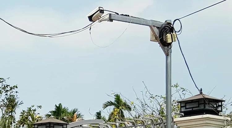 Camera được lắp trước nhà của một cán bộ trong Ban Thường vụ Tỉnh ủy Sóc Trăng. (Ảnh qua VnExpress)