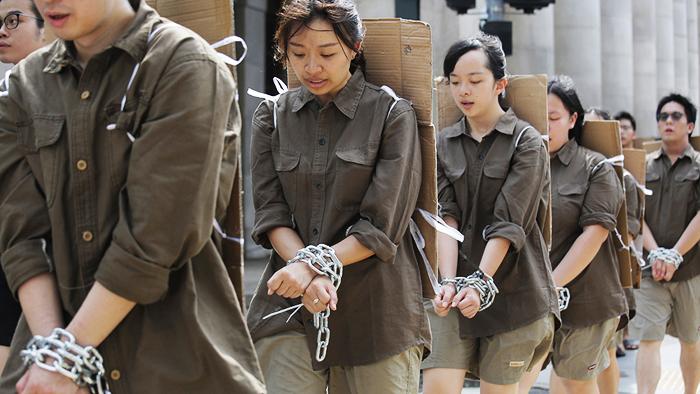 """Người Hồng Kông biết rằng """"sợ"""" không thể giải quyết được bất cứ điều gì, vậy nên họ vẫn tiếp tục kiên trì chiến đấu mà không hề từ bỏ"""